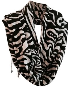 Banana Republic Banana Republic Black and White Graphic Print Scarf