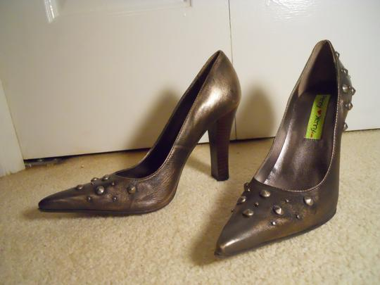 Penny Loves Kenny Leather Studded bronze Pumps