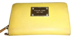 Michael Kors Michael Kors zipper wallet medium size