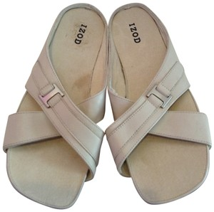 Izod Helen Leather Size 7.5 bone Sandals