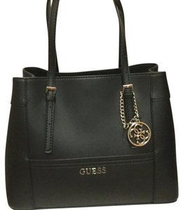 6727580c2c34 Guess Bags - Up to 90% off at Tradesy