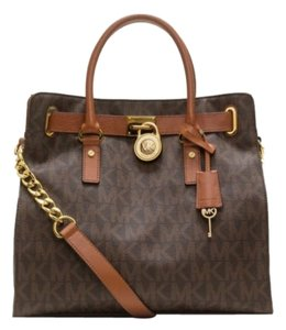 Michael Kors Leather Tote in Brown Logo gold