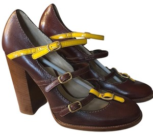 Dolce&Gabbana Mahogany and yellow, gold hardware. Pumps