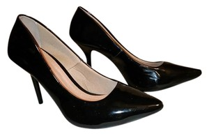 Martinez Valero Black Pumps
