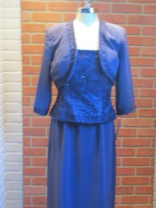 Montage Blue Willow Satin Back Crepe 111904 (Mom-5) Formal Bridesmaid/Mob Dress Size 14 (L)