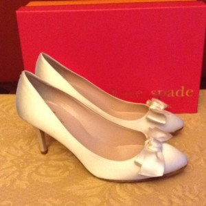 Kate Spade White Cristie Pumps Size US 7.5 Regular (M, B)
