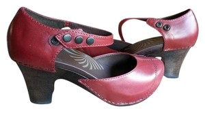 Dansko Fall Autumn Christmas Leather red Pumps
