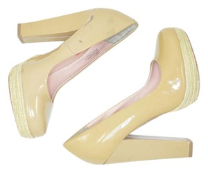 Betsey Johnson Tan, Nude Pumps