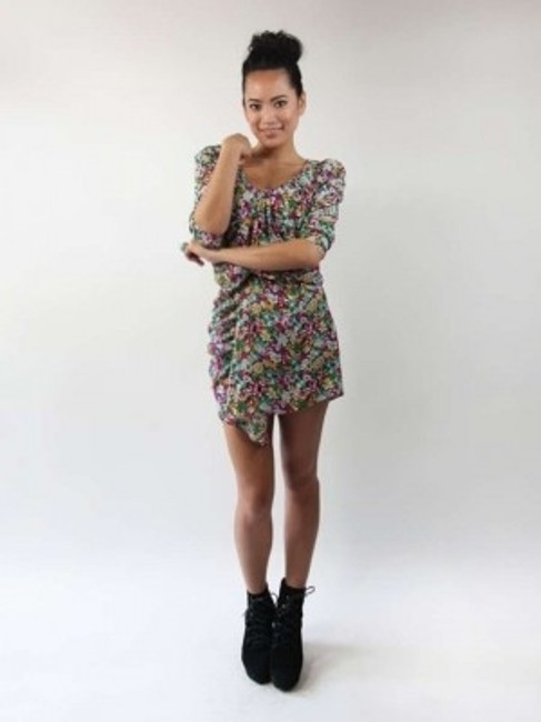 Preload https://item4.tradesy.com/images/h-and-m-multicolor-knee-length-short-casual-dress-size-8-m-197318-0-0.jpg?width=400&height=650