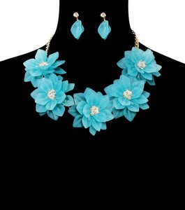 Other Flowers Necklace Set