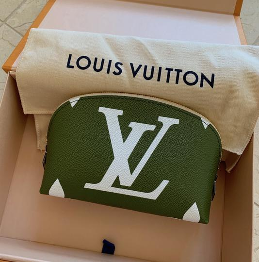 Louis Vuitton Giant Monogram Cosmetic Pouch Image 10