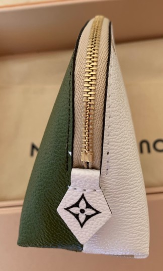 Louis Vuitton Giant Monogram Cosmetic Pouch Image 4