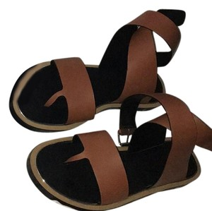 Vince Tan and black bottom Sandals