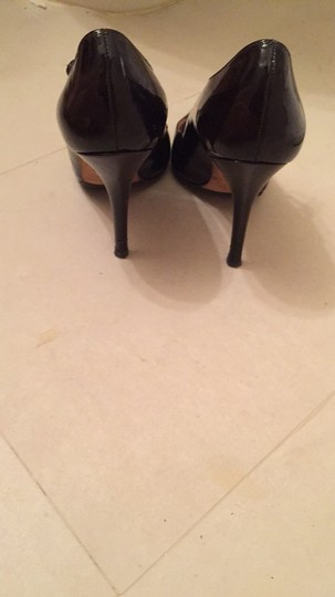 Manolo Blahnik Manolo Nye Patent Leather Patent Leather Stap Gold Strappy Pointy Black Pumps