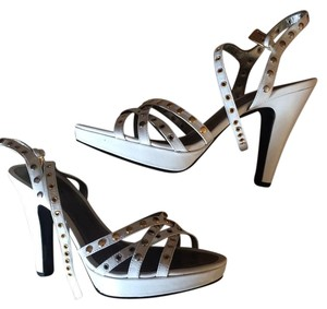 Guess By Marciano White Sandals
