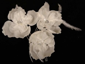 Set Of 3 White Hair Flowers