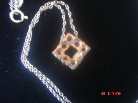 Unknown STERLING SILVER SQUARE RAISED DESIGNED NECKLACE WITH 8 GARNET OR RUBIES PENDANT & 18