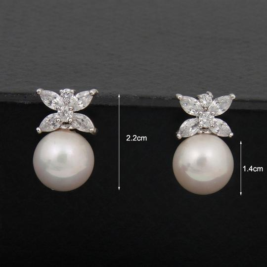 Clear Cz/Pearl and Rhodium Outstanding Quality Aaaaa Earrings Image 1