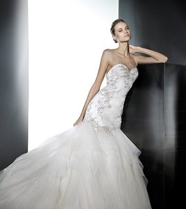Pronovias Prival Wedding Dress