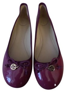 Tory Burch Nwt Patent Leather Magenta Flats