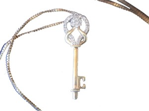 KEY TO HER HEART NECKLACE/ GOLD OVER STERLING SILVER ZIRCONIA PENDANT ON A 18