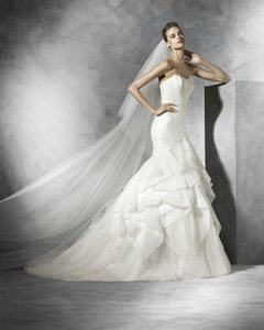Pronovias Ledurne Wedding Dress