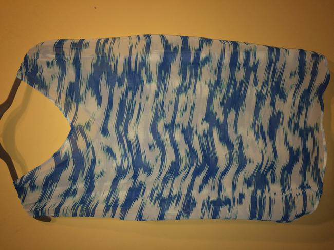 Vince Camuto Top blue and white Image 4