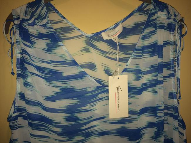 Vince Camuto Top blue and white Image 6