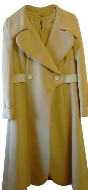 Preload https://img-static.tradesy.com/item/19749438/beige-with-white-buttons-and-belt-trench-coat-size-petite-12-l-0-1-650-650.jpg
