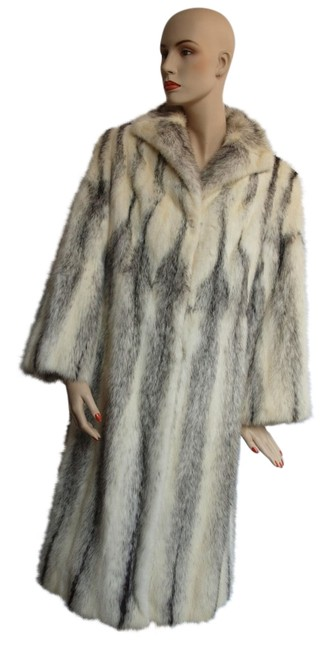 Preload https://img-static.tradesy.com/item/19750299/white-black-cross-full-length-fur-coat-size-8-m-0-1-650-650.jpg