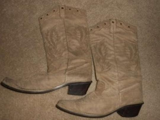 Preload https://item1.tradesy.com/images/tan-suede-country-western-cowboy-medium-width-brown-and-13-inch-hieght-bootsbooties-size-us-9-197505-0-0.jpg?width=440&height=440