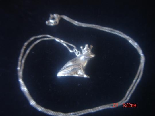 "J & C Ferrara Jewelry Co. FROG PRINCE LOOKING FOR HIS PRINCESS STERLING SILVER PENDANT & 18"" BOX CHAIN"