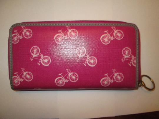 Fossil Fossil wallet NWT. Orchard color with Bikes. So cute