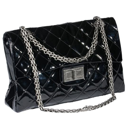 Preload https://img-static.tradesy.com/item/19751154/chanel-classic-flap-255-reissue-xxl-limited-edition-ultra-rare-black-patent-weekendtravel-bag-0-8-540-540.jpg
