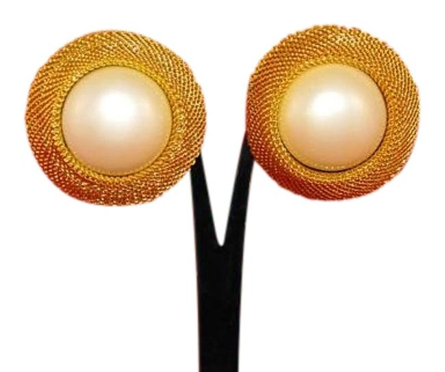 Joan Rivers Gold & Ivory W Round Framed In Plate W/ Fau Pearl New Clip Ons Earrings Image 1