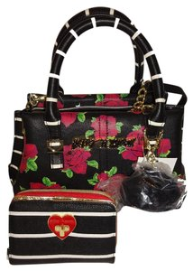 Betsey Johnson Small Cross Body Bi-fold Wallet Black/rose Print Satchel in black/pink roses