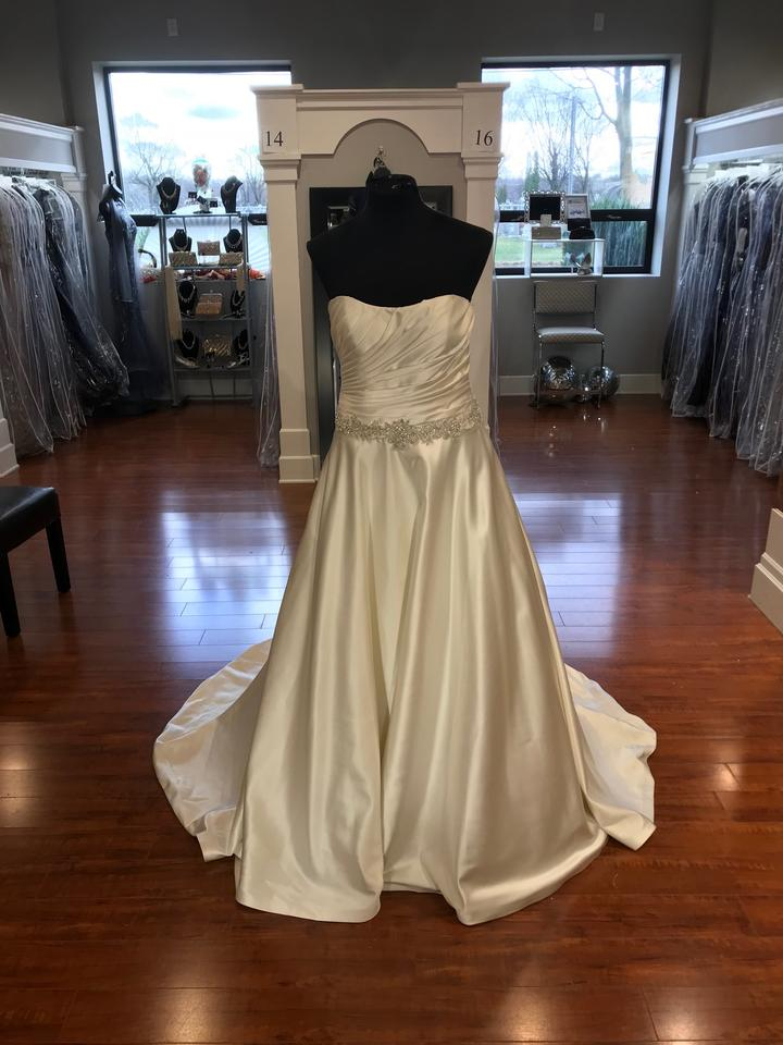 Ovias Dark Ivory Bluma Wedding Dress Size 14 L