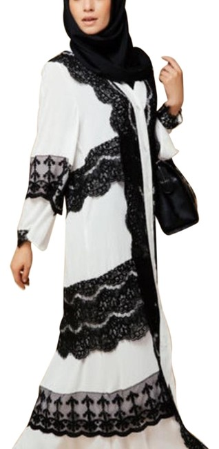 Preload https://img-static.tradesy.com/item/19756454/black-and-white-wera-it-one-time-long-casual-maxi-dress-size-4-s-0-1-650-650.jpg