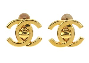 Chanel 95A Vintage Gold CC Turn Lock Clip On Earrings
