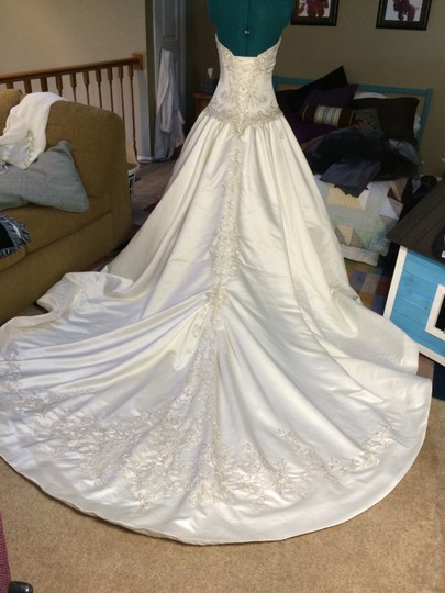 Allure Bridals 1s Satin 8759 Formal Wedding Dress Size 2 (XS)