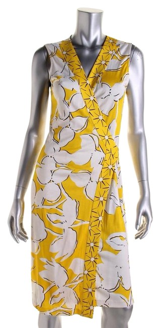 Preload https://img-static.tradesy.com/item/19759616/diane-von-furstenberg-yellowwhite-dvf-yahzi-silk-knee-length-workoffice-dress-size-8-m-0-1-650-650.jpg