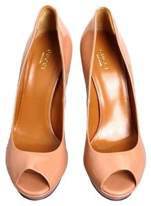 Gucci Betty Platform Nude Pumps