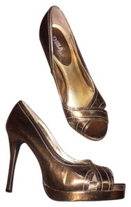 Diba Sparkle Gold Pumps