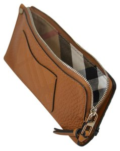 Burberry New Lexi Wallet in Tan