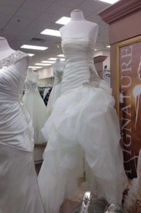 David's Bridal Ivory Organza and Tulle High-low Gown with Beaded Flower Modern Wedding Dress Size Petite 12 (L)