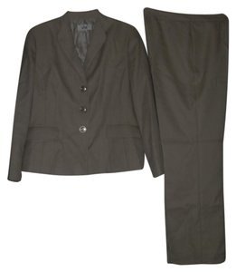 Le Suit Le Suit Country Club New Taupe Three-Button Pant Suit 18 $200