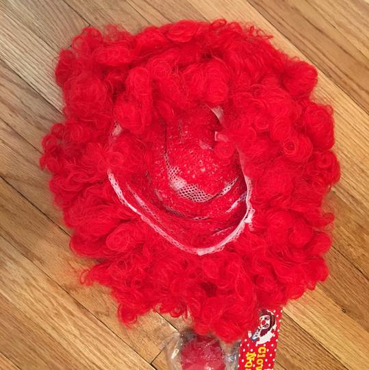 Clown wig and clown nose