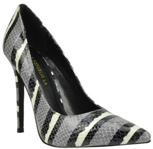 107 Shoe Republic LA Black Pumps
