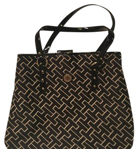 Tommy Hilfiger Tote in Black, White
