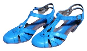 Serene Island Closed Toe Stacked Heal Buckle Never Worn Teal blue Sandals